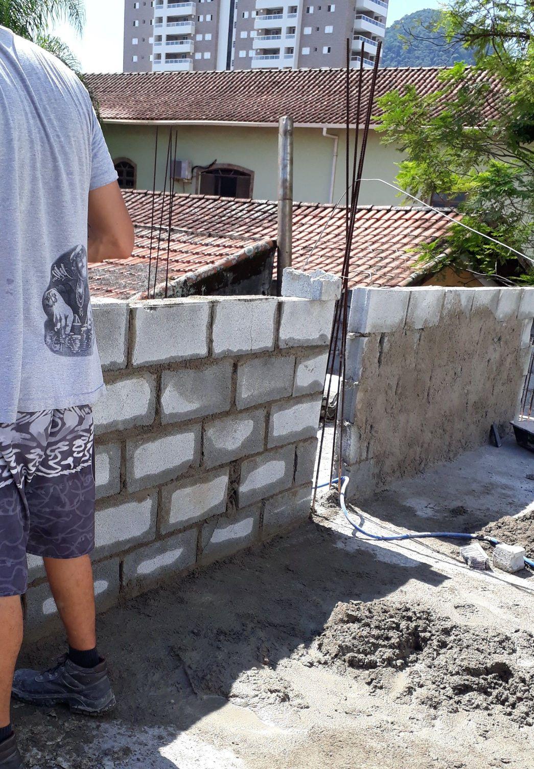 parede de blocos para apoiar telhado canto doforte