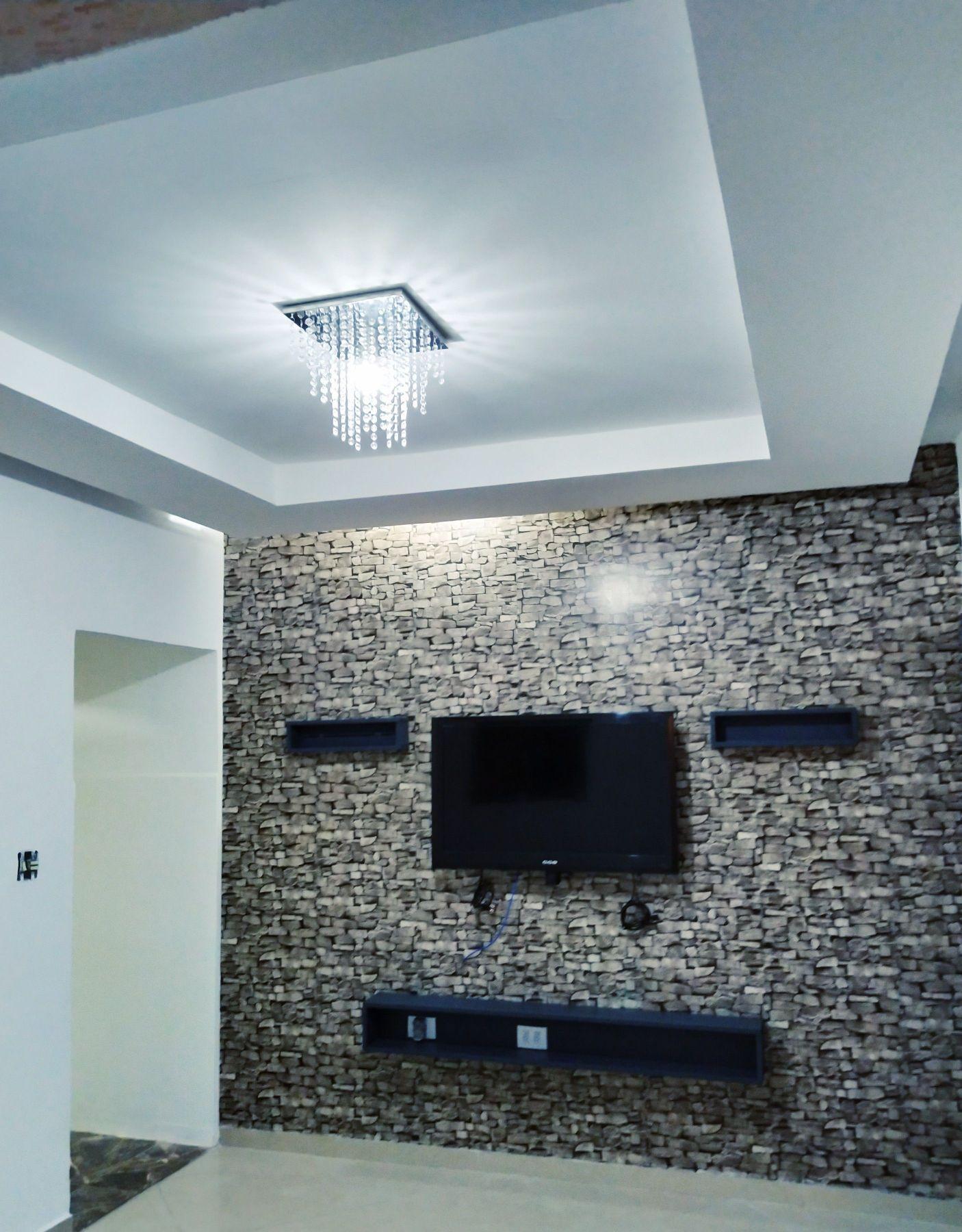 Sanca invertida/ papel de parede/ e mobiliário