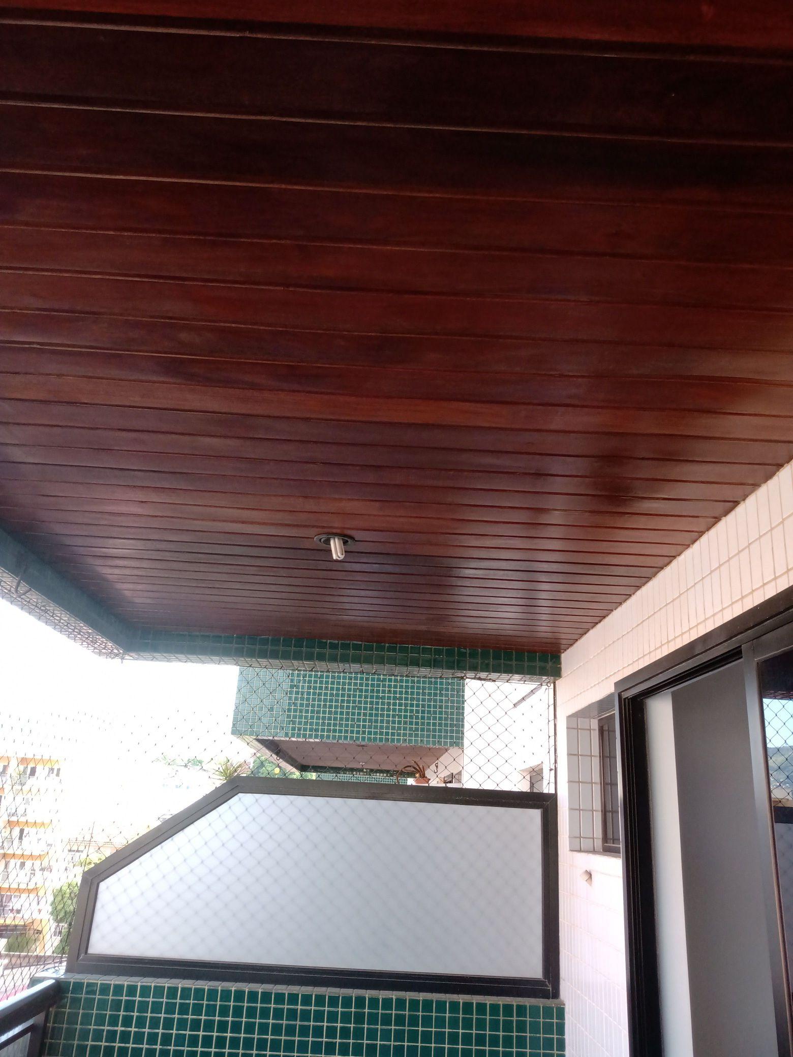 Restauração no teto de madeira