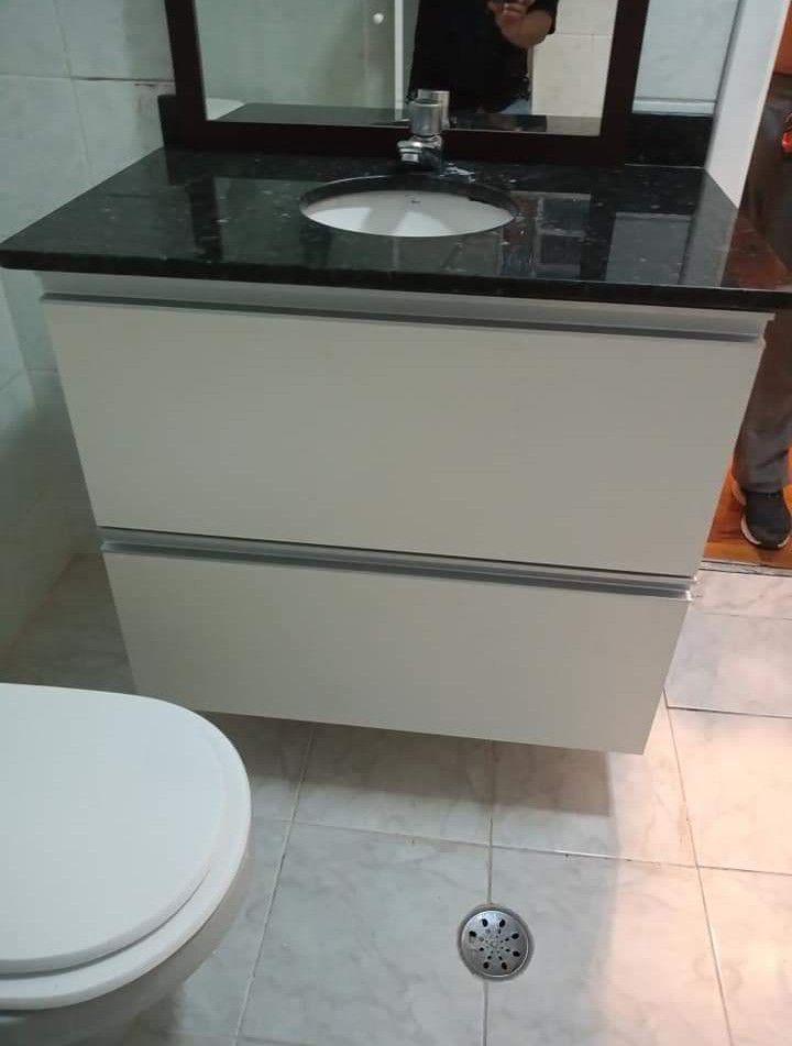 montagem de gabinete de pia banheiro