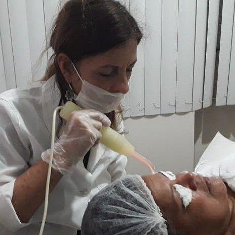 limpeza de pele profunda com extração e hidratação