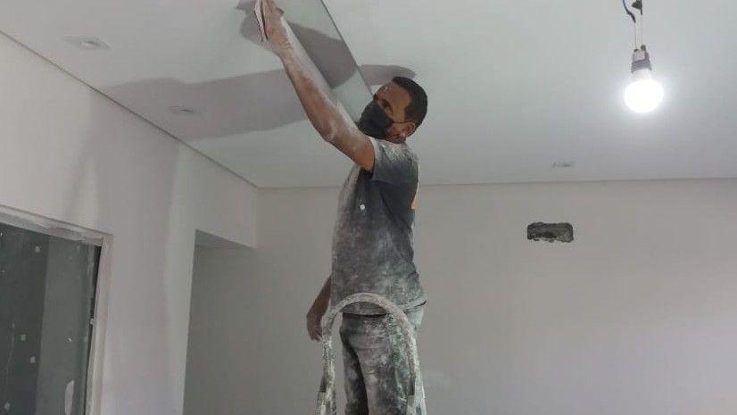 forro de sendo lixado para acabamento de pintura