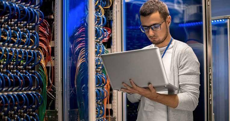 servidores de dados e redes, estações e websites