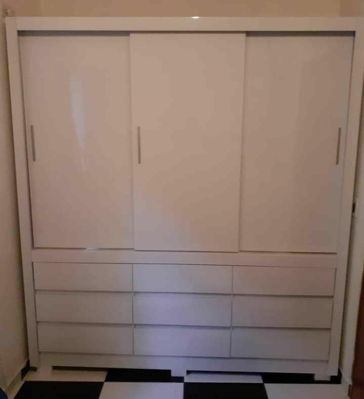 guarda roupa 3 portas de correr e 9 gavetas lindoo