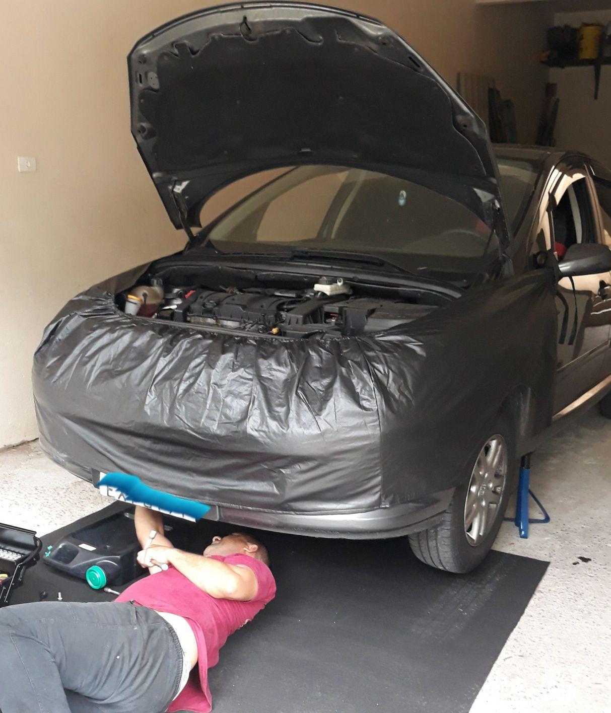 Troca de óleo e filtro na garagem do cliente