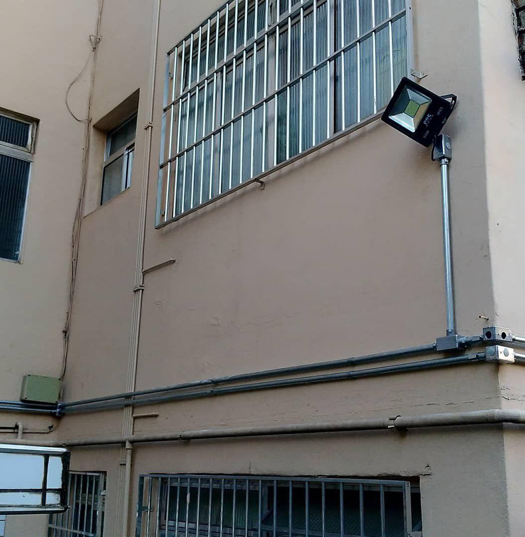instalação de rede de eletroduto para refletores