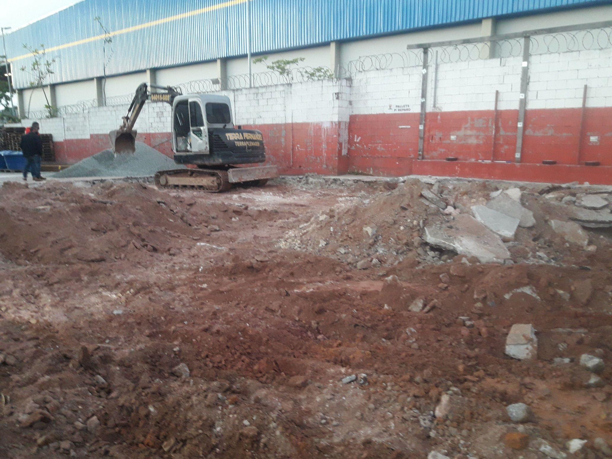 demolição para construção de novo galpão fabrica
