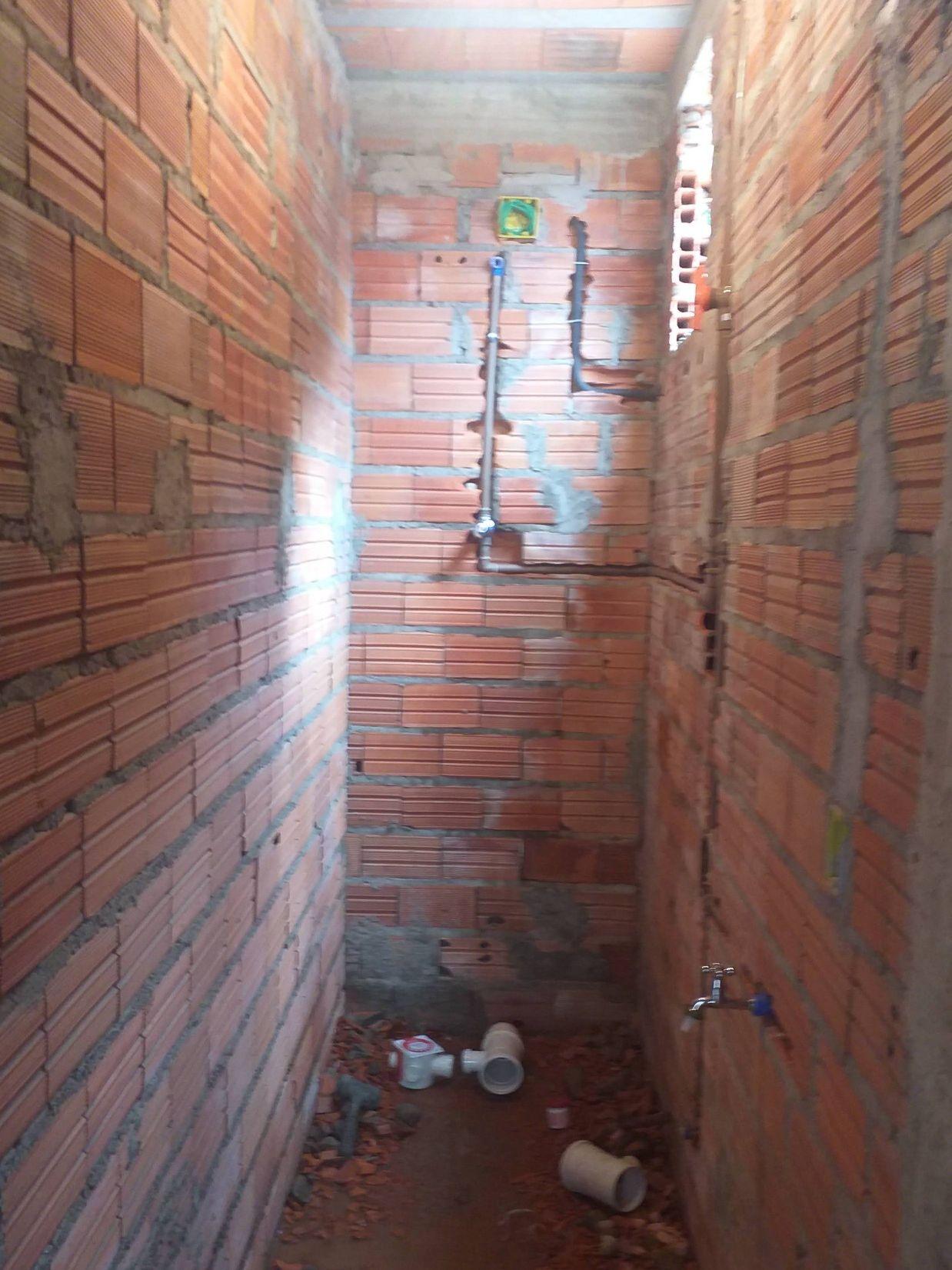 encarnação de água e esgoto do banheiro