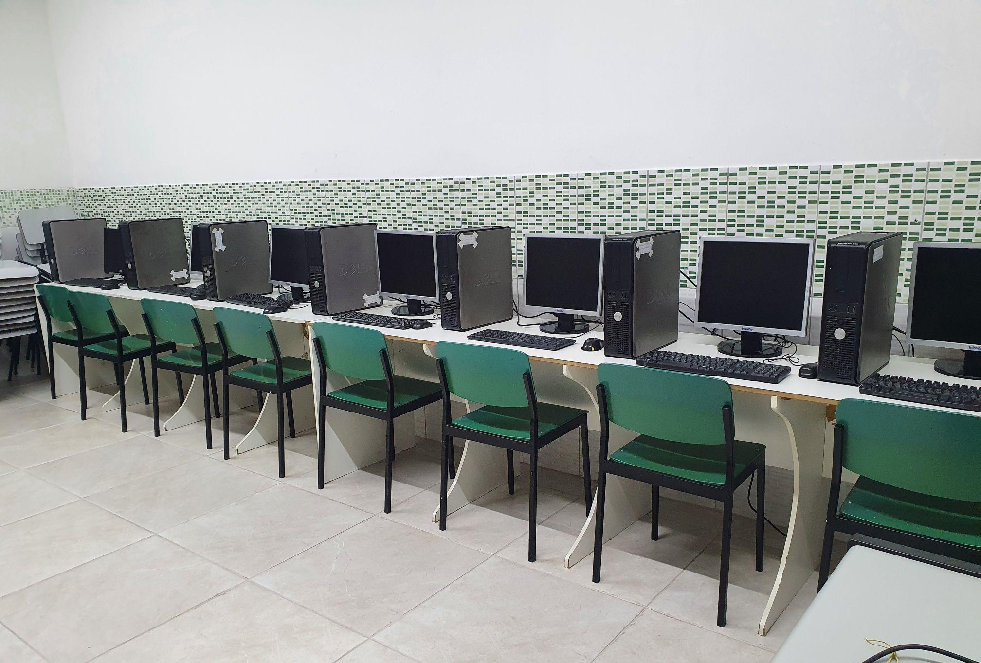Montagem de uma sala de informática