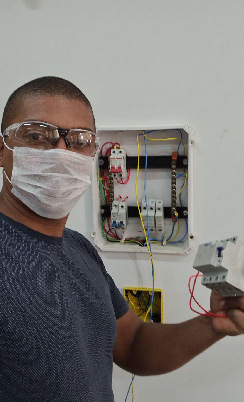 Instalando Quadro de Disjuntores com DR e DPS