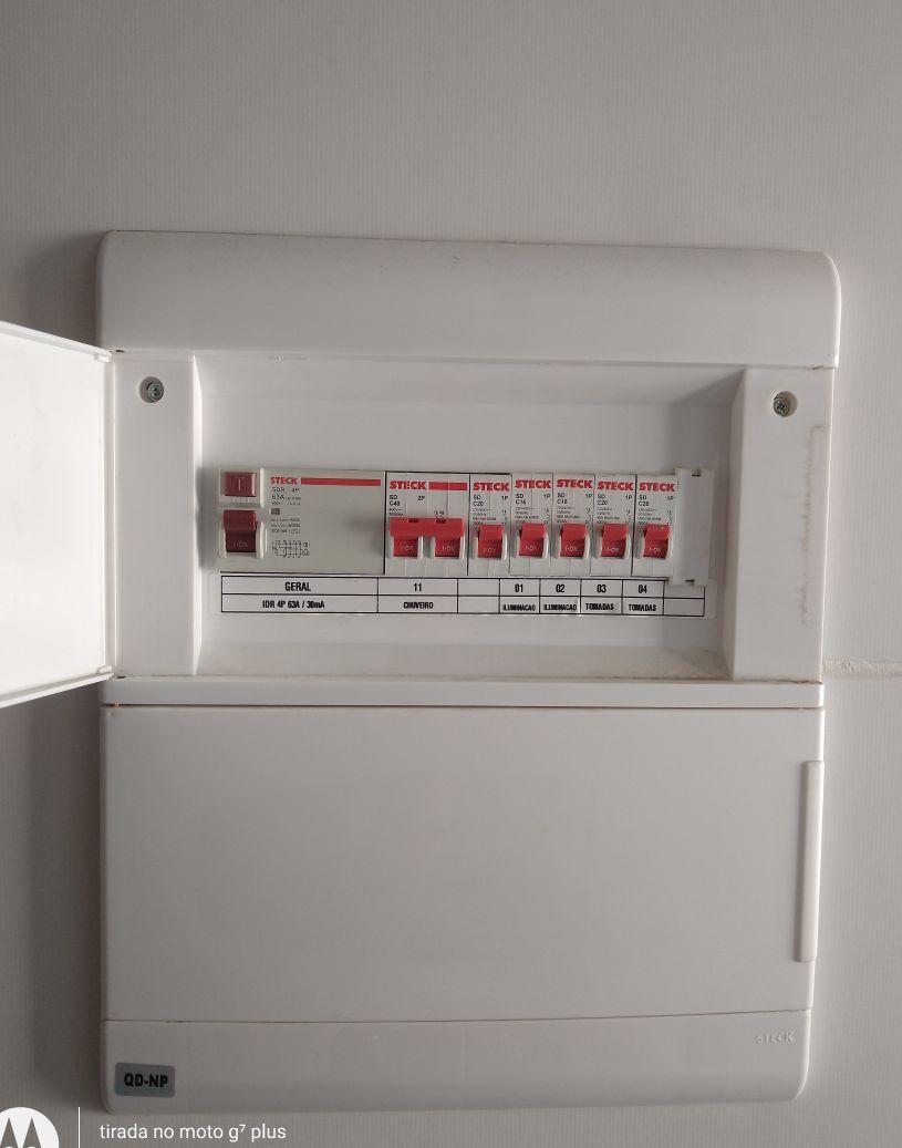 Instalação de circuito de tomada e identificação.
