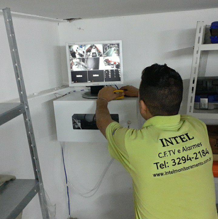 C.f.tv organizado c Rack,  melhor proteção.