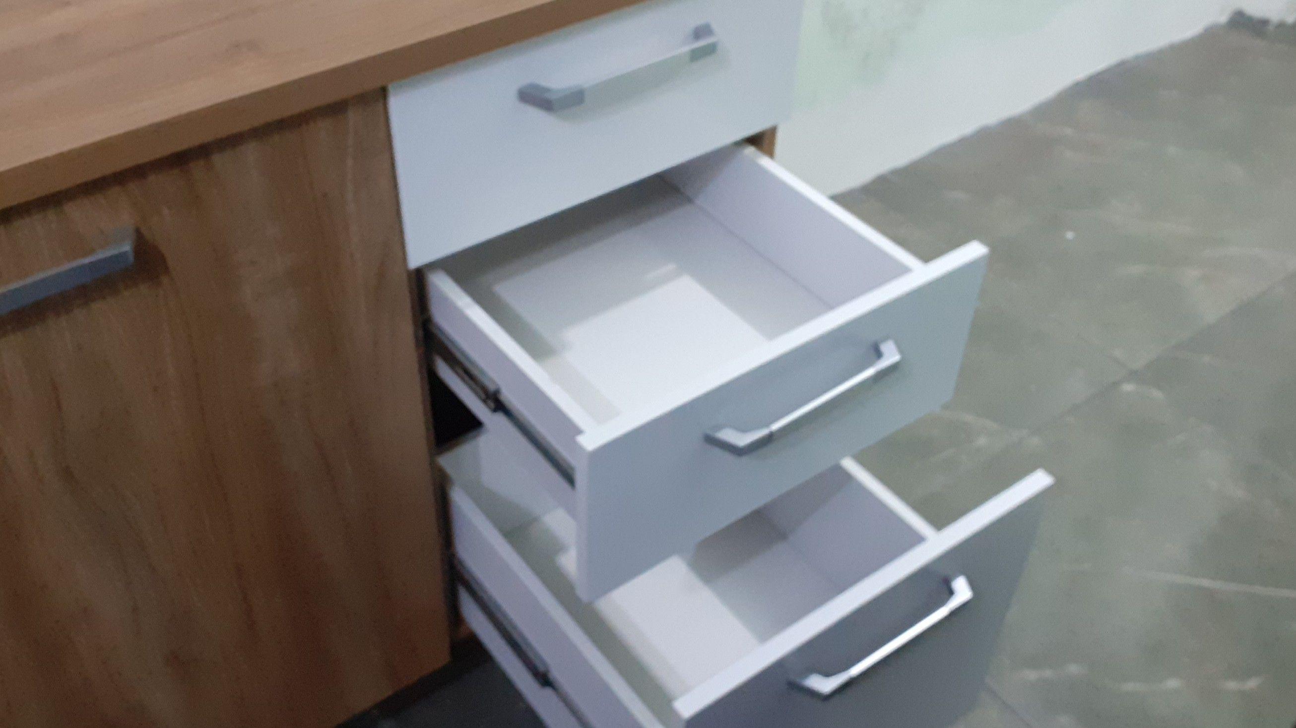 montagem de diversos móveis