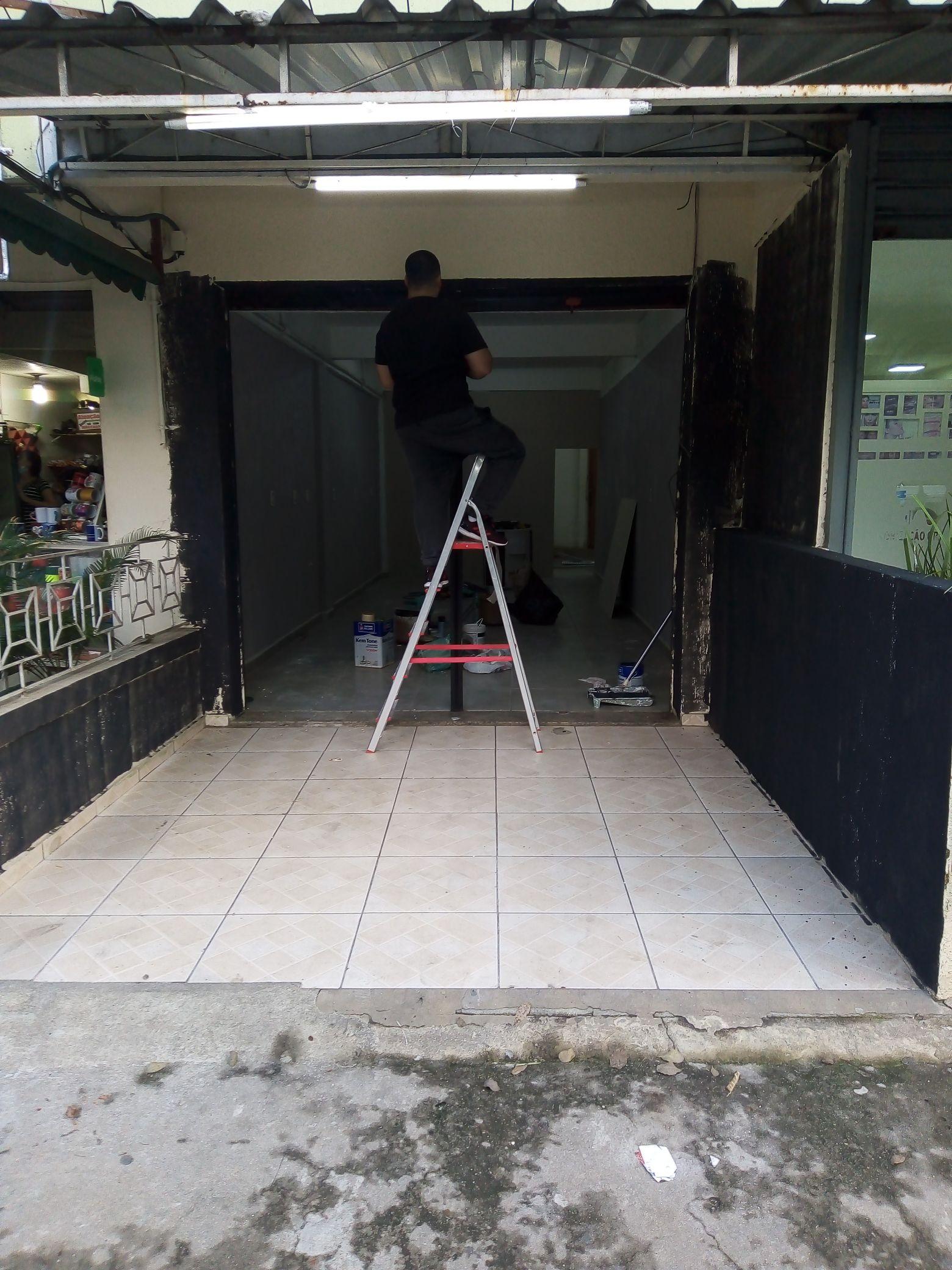 pintura preto fosco da fachada de loja